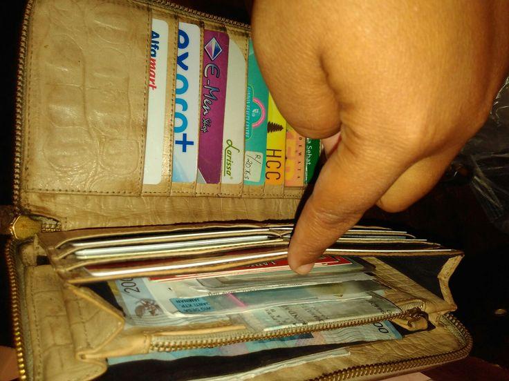 Laris leather wallet