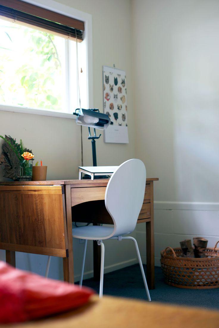 #desksetup #desklamp #deskchair #vintagedesk. Styling by Placesandgraces