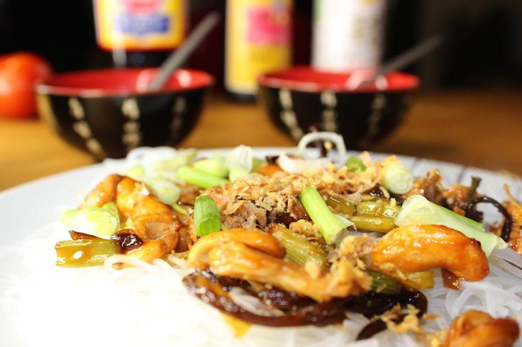 Poulet sauce huitre aux vermicelles transparents et noix de cajou