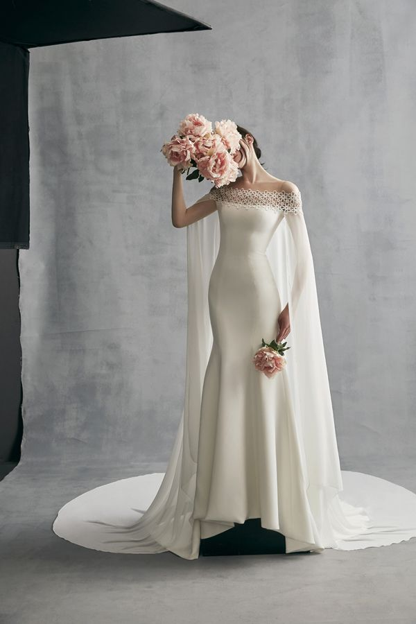 On-trend cape! | Ines Di Santo Spring 2018 #WedLuxe