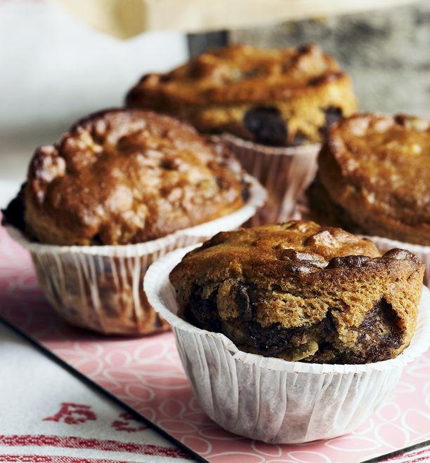Spred magi over dine chokolade-muffins! Her får du opskriften på lækre muffins med Daim-chokoladestykker og banan, der giver dem en ekstra fantastisk smag.
