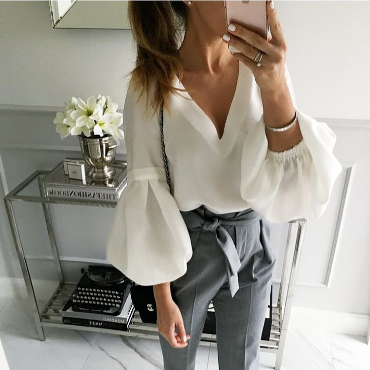 The elegance of white blouse. #spring #springstyle #whiteblouse #whitwtop #pants #trousers #fashion #fabfashionfix