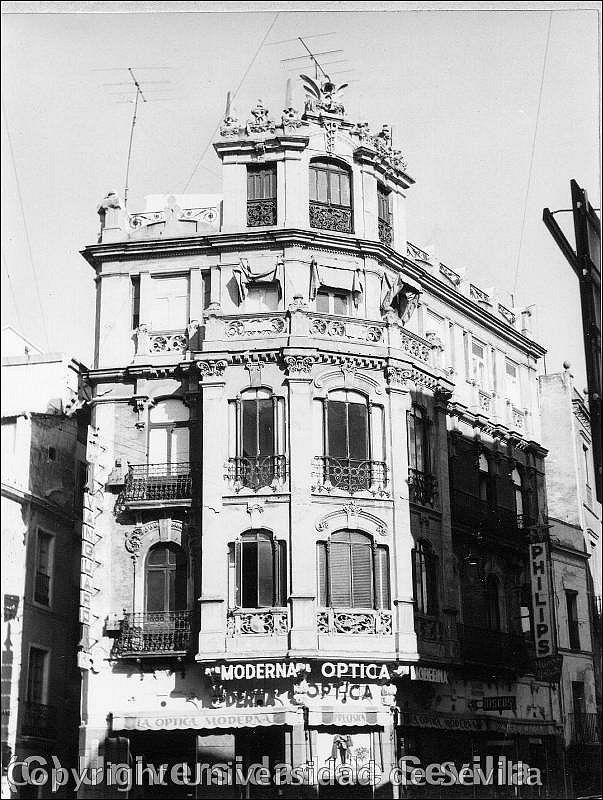 """""""CASA CALVI"""", uno de los primeros edificios del modernismo sevillano, erigido en la década de 1910 por encargo de Juan Bautista Calvi, conforme los diseños del arquitecto José Espiau Muñoz."""