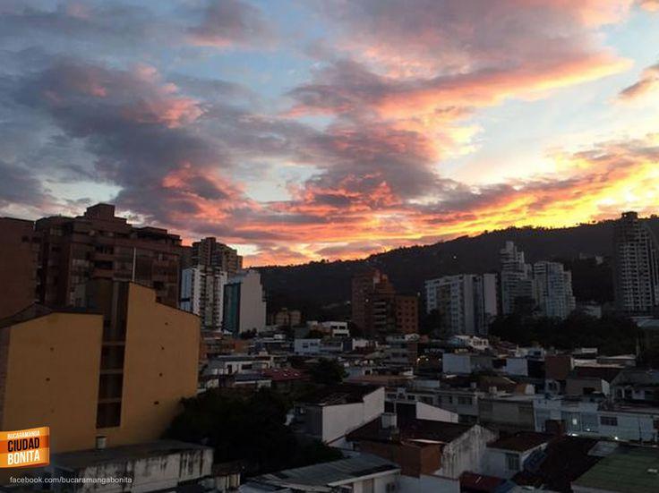 Buenos días Bucaramanga !!! Así amanece hoy nuestra ciudad,  21C de temperatura a esta hora en la ciudad bonita. Gracias @vero_rincon por la foto #buenosdiasBUC