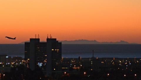 Vous avez aperçu la Corse depuis #Nice06 ce matin? Un prévisionniste de Météo-France décrypte: http://grnm.fr/n1955539