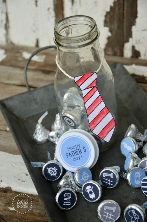 Fathers Day Gift Bottles and Hersheys Kiss Sticker printables | theidearoom.net