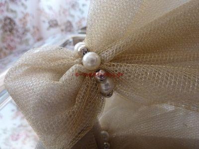 #ΓΑΜΟΣ ⁞ Πρωτότυπη-εναλλακτική μπομπονιέρα γάμου με διπλό χρυσό τούλι και διπλό ασημί τούλι που τυλίγεται με λευκές πέρλες και μεταλλικές χάντρες!