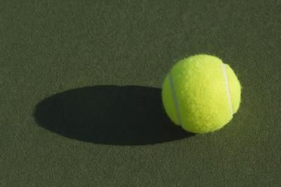 How to Release Muscle Spasms in the Back With Tennis Balls