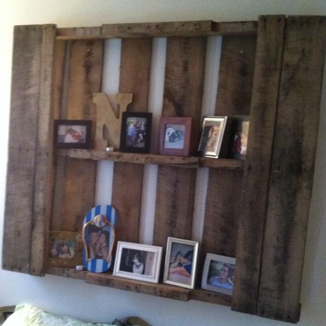 30 best pallets skids decor images on pinterest home for Pallet headboard with shelves
