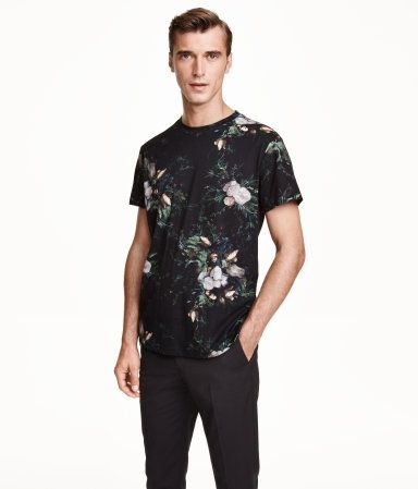 T-shirt in cotton jersey with a printed pattern. Casual fit.