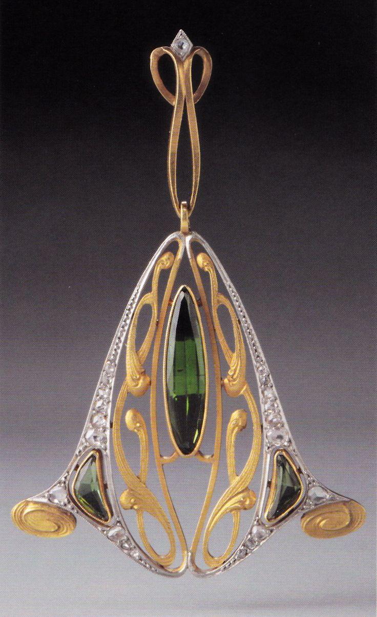 An Art Nouveau gold, platinum, diamond and peridot pendant, maker unknown, possibly Belgian, about 1905-10. 4.2 x 4.0cm. Source: Wolfgang Glüber, Jugendstilschmuck #ArtNouveau #pendant