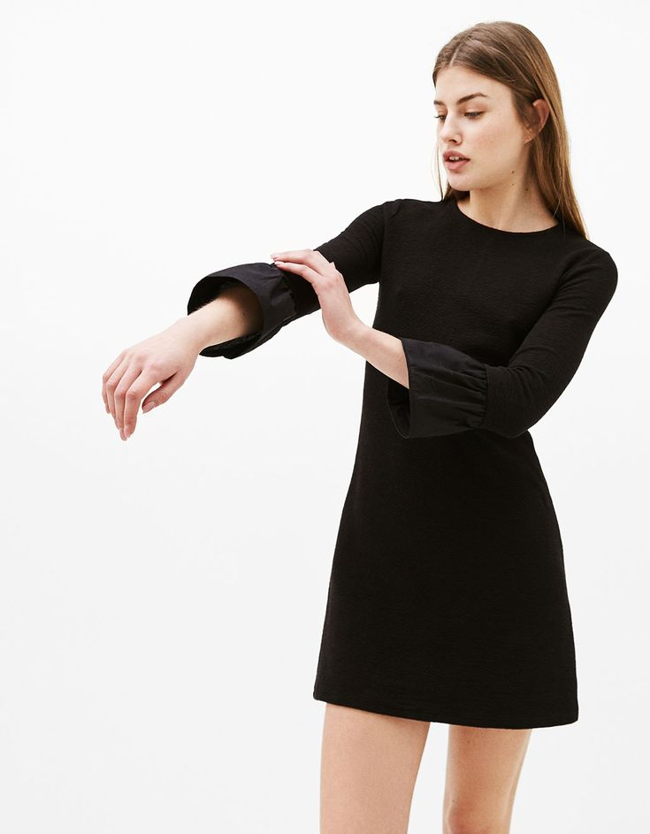 Frilled dress with 3/4 length sleeves l www.bershka.com