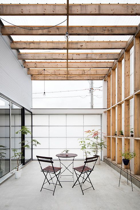 Garage-Terrace House, Japan .