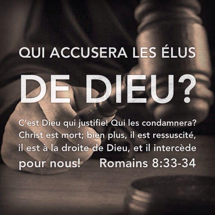 La Bible - Versets illustrés - Romains 8:33-34 - Pâques     Dieu n'a pas épargné son propre Fils, mais il l'a livré pour nous tous: comment ne nous donnerait-il pas tout avec son Fils? Qui accusera ceux que Dieu a choisis? Personne, car c'est Dieu qui les déclare non coupables. Qui peut alors les condamner? Personne, car Jésus-Christ est celui qui est mort, bien plus il est ressuscité, il est à la droite de Dieu et il prie en notre faveur.