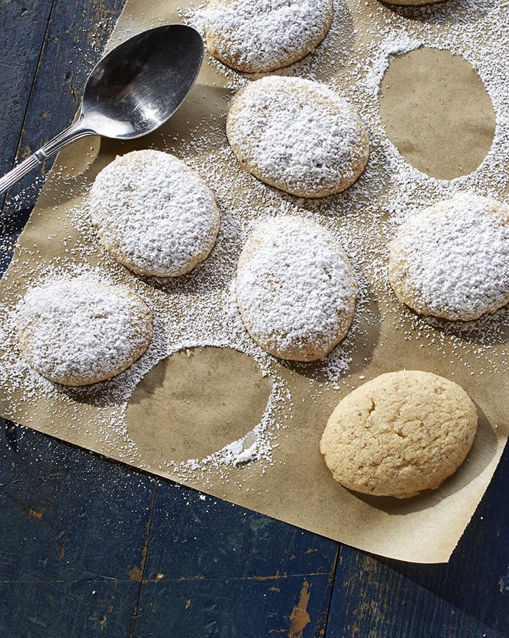 A delicate hazelnut butter cookie that's based on a classic Scandinavian cookie. Easy to shape using a spoon!