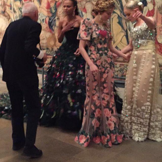 Bill Cunningham the Great shoot @zoesaldana  @katebosworth Zoey Deutch❤️❤️❤️❤️#metgala Dolce & Gabbana Alta Moda