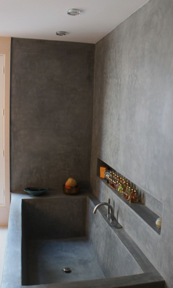 Paredes de Tadelakt, una alternativa tradicional al baño alicatado.