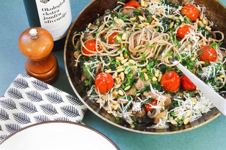 Pasta med sopp, grønnkål og bakt tomat | Oppskrifter | Kolonihagen