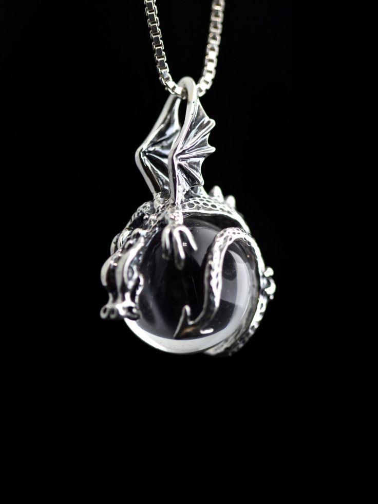 Dragon collana argento collana di cristallo Dragon Orb Dragon Ciondolo drago fascino Dragon Gioielli Silver Dragon età drago d'argento sfera di cristallo di martymagic su Etsy https://www.etsy.com/it/listing/95921018/dragon-collana-argento-collana-di