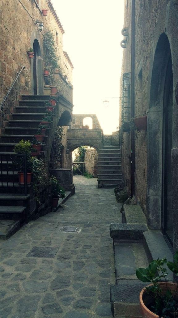 """Un buongiorno pieno di poesia a Civita, """"La Città che muore"""""""