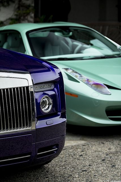 ♂ Dark blue car details Michael Fux's well-known Drophead and 458 Spider.