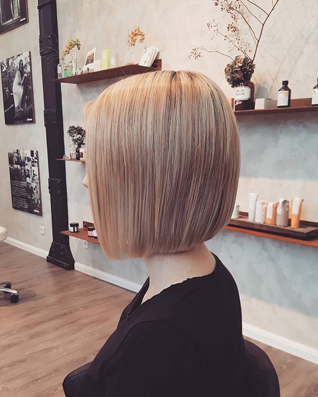 ✂💇😊 #blondehair #blonded #blonde #pastell #pastellhair #salonkomplizen #haircolor #hairdresser #hair #hairstylist #haircut #hairstyle #friseur #tübingen #reutlingen #metzingen #hairstyles #classichaircut #bob #bobhaircut #instadaily #instagood #davines #davinescolor @davinesdeutschland @salonkomplizen @davinesofficial
