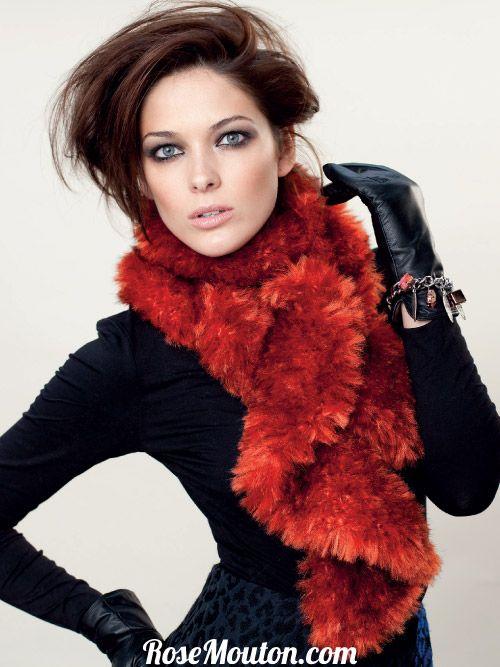 Catalogue LANAS STOP 119 Spécial fourrure. Découvrez de nombreux modèles tricotés avec les fils imitation fourrure de la Collection Fur de Lanas Stop : vison, koala, seal, mink, felino, rabbit, lynx. #tricot #tricoter #laine #fourrure #faussefourrure #echarpe #snood #veste #bonnet #knit #knitting #wool #fur #fauxfur #scarf #cowl #hat #rosemouton #lanasstop