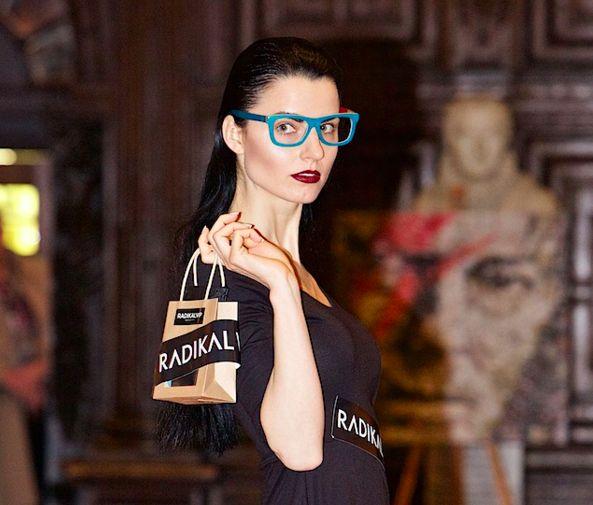 www.radikalvip.com at London Fashion Week, presenting new collection. #eyewear #eco-luxe #wooden #sunglasses http://www.radikalvip.com/en/frames-skate-cobalt-crystal.html