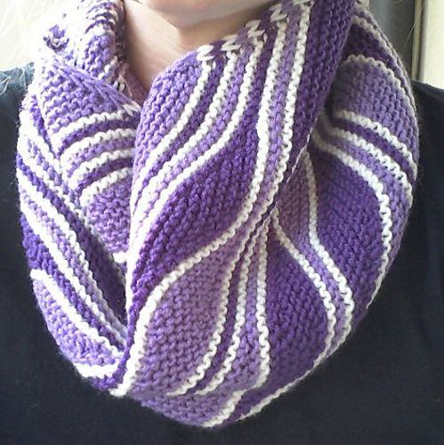 Mixed Wave Cowl pattern by Sybil Ramkin. Free pattern. Wavy design possible with stacks of short rows interspersed with full garter stitch rows in a contrasting color. And there are matching fingerless gloves!