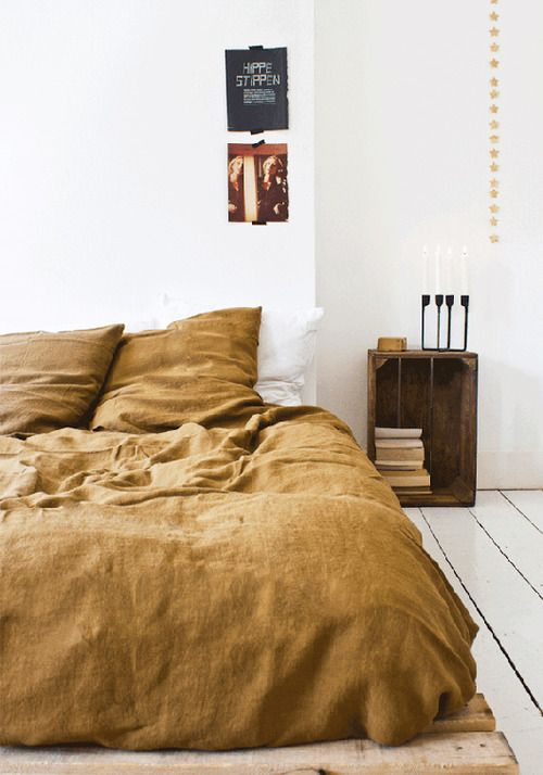 I want to jump in this bed!     Down and Out Chic: interiors