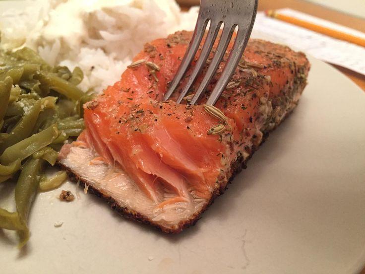 [Homemade] Seared sous vide steelhead salmon (fennel dill caraway garlic marinade) with seasoned green beans and long grain rice doused in a garlic aioli.