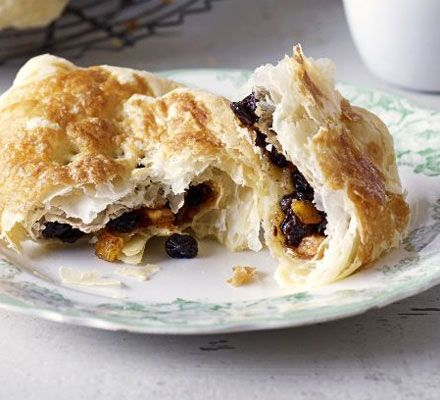 Banbury cakes... The Banbury cake reigns in the Midlands. Try this quick recipe for a teatime treat, lovely with a cup of Earl Grey... Prep: 30 mins...  Cook: 30 mins... Skill level Easy... Servings Makes 10...