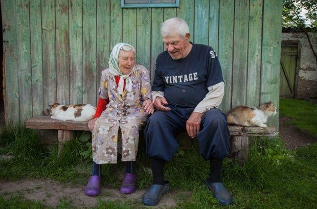 BelarAn elderly couple sit in their yard in the village of Medryki in Smarhon district in north west Belarus. Photograph: Siarhiej Leskiec/ BelarusDigestus village life