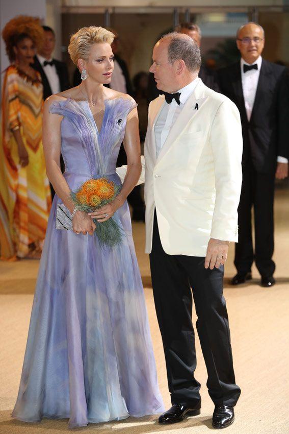 La princesa Charlene, 'glamour' de ensueño en la noche de verano más solidaria en Mónaco