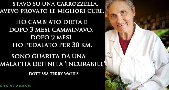 La Dott.ssa Terry Wahls vedendo il fallimento dei farmaci e delle cure, ridotta sulla sedia a rotelle, decide di cambiare alimentazione e accade il miracolo
