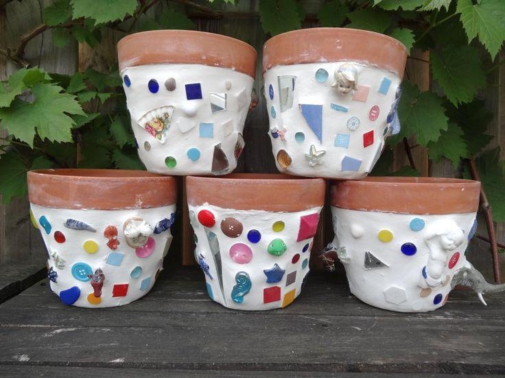 Bloempot-mozaïeken- kinderen  bij Knutselkantine.nl Flowerpot mosaic made by children