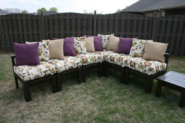 DIY Patio Furniture... She modified the ana-white tutorial and used 2x4's instead of 1x4's because it was cheaper: Outdoor Sectional, Outdoor Seats, Diy Furniture, Home Projects, Patio Furniture, Diy Outdoor, Backyard, Ana White, Diy Projects