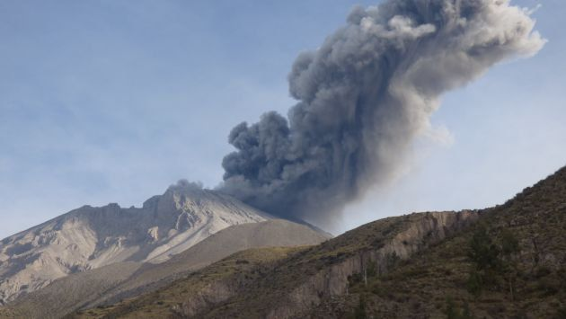 Two volcanoes erupt simultaneously in Peru – A first time for the country