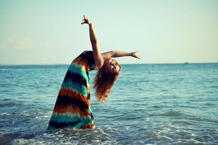 #sea  родилась у моря,  живу у моря,  я очень ♥ море.   Когда я сижу здесь у моря и прислушиваюсь к волнам, с плеском разбивающимся об этот берег, я чувствую себя свободным от всех обязательств, и народы всего мира могут без меня пересматривать свои конституции.  - Генри Дэвид Торо