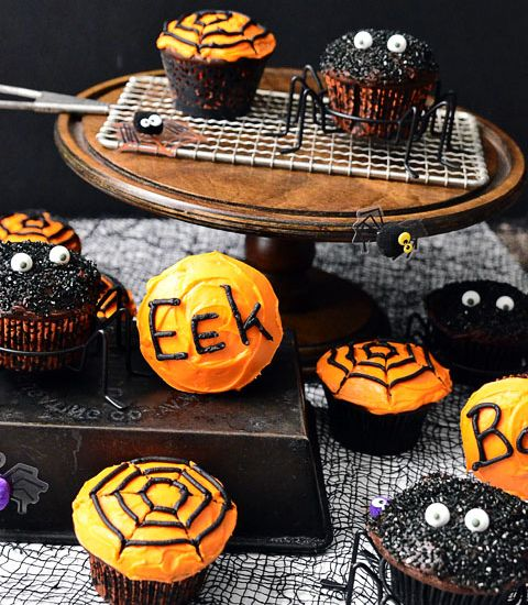 Halloween Cupcakes - Easy to make rich dark chocolatey Spider and Spiderweb Cupcakes, perfect for a Halloween party. - Click Pic for Recipe - #easy #halloween #treats