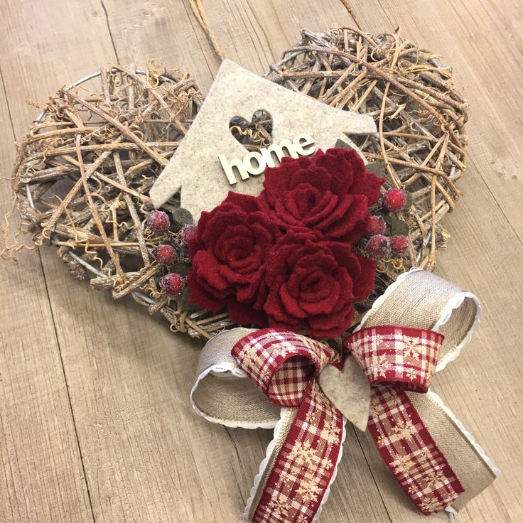 #duepuntihandmade #handmade #diy #doityourself #home #withlove #homedecor #homesweethome #giftideas #foryou #xmas #wreath #heart #woodheart #roses #felt #xmas #christmas #waitingforchristmas #saturday #haveaniceday #hohoho #santaclausiscomingtotown #handmadewithlove