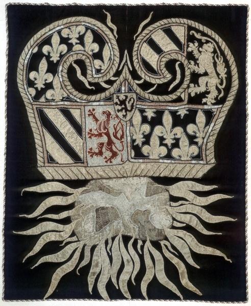 Heraldische Stickerei: Feuerstrahl und Feuerstein mit Funken, Schweiz?, 1401/1500, Bern, Bernisches Historisches Museum —     Foto Marburg,   Aufnahme-Nr. C 655.142;; (color); Aufn.-Datum: 1958;