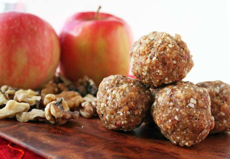 Apple Walnut Balls (raw, vegan, gluten free) -These sweet raw treats are a healthy snack. They are great to take on hikes or traveling.