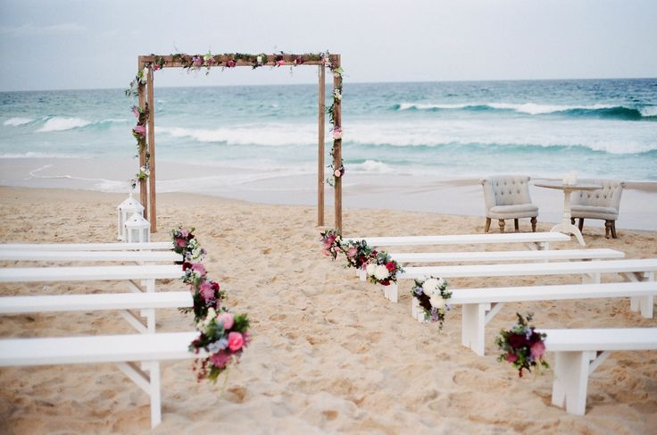 Sunshine Coast Beach Elopement Inspiration Simply Style Co./Little Owl Events/Ale & Kim Photography/Willow Bud Flowers