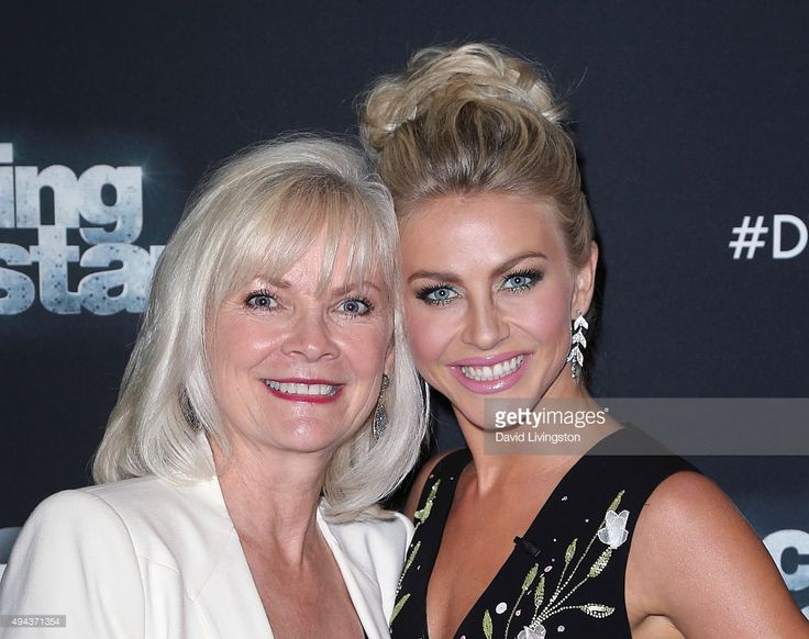 Dancer/TV personality Julianne Hough (R) and mother Mari Anne Hough attend 'Dancing with the Stars' Season 21 at CBS Televison City on October 26, 2015 in Los Angeles, California.