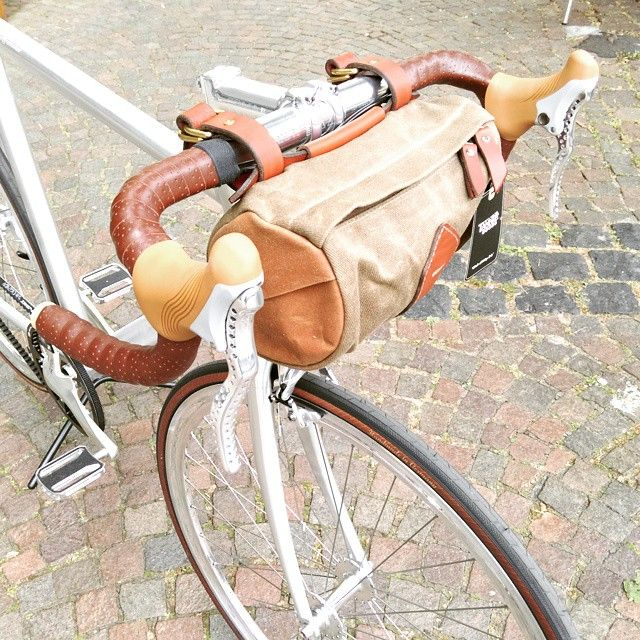 Now on stock - amazing handcrafted Canvas-bags for Your Bike - made in USA @tannergoods - fits perfect on the @schindelhauerbikes Siegfried Road with @brooksengland bartape & Swift Saddle  Shop.BundesRad.De  #tannergoods #canvas #porter #saddlebag #handmade #madeinusa #Schindelhauerbike #siegfried #roadbike #leathergoods #brooksengland #brooksswift #gatescarbondrive #beltdrive #bikeoftheday #bike #velo #cycle #bicycle #bundesradbonn #bonn #köln #düsseldorf #dortmund #instagood  (at BundesRad…