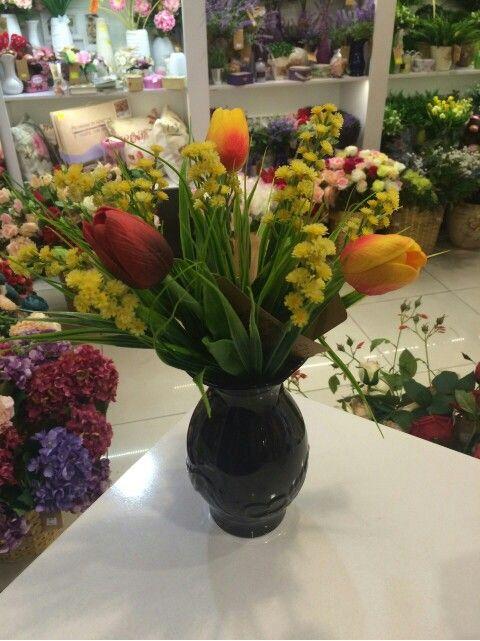 Букет с тюльпанами и мимозой