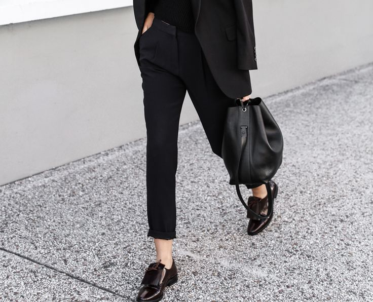 The Stylish Flats That Are Making a Comeback This Fall (All Black Everything and Chic Loafers)
