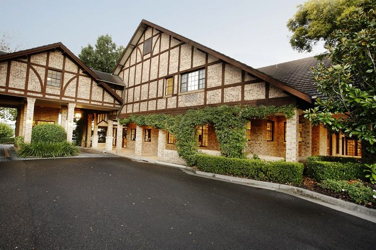 Tudor Style Hills Lodge Hotel - Castle Hill, Sydney