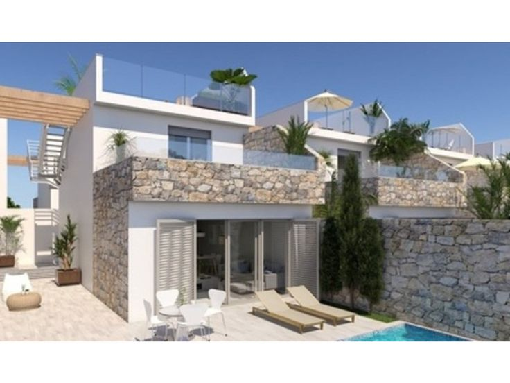 New luxury development with 39 villas all of them with private pools in Los Alcazares. Likewise there is a community underbuilt with parking space and storage for each property. http://www.retemax.com/new-luxury-development-with-39-villas-o653878.html